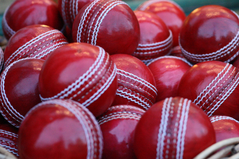 Cricket-Balls-types-feat