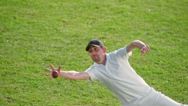 Catch-Cricket-Ball-how