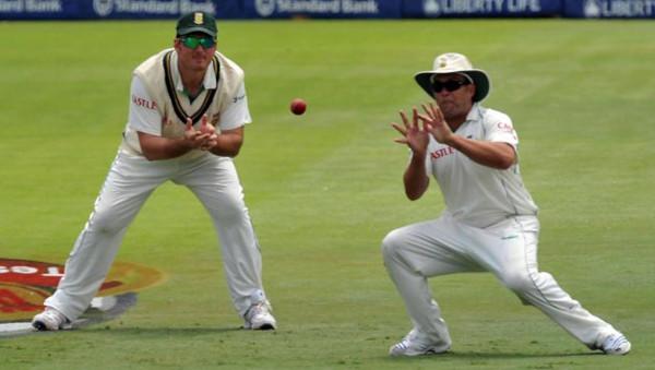 catch-a-cricket-ball